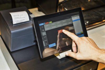 Ministerul Finanţelor amană cu încă trei luni dotarea magazinelor cu case de marcat electronice